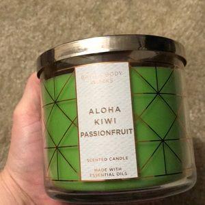 Brand new bath&body aloha kiwi passionfruit candle